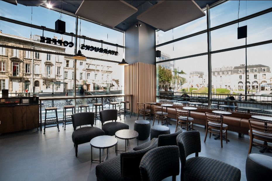 "le premier ""salon de café"" franchisé  de Starbucks en France, à Bordeaux"