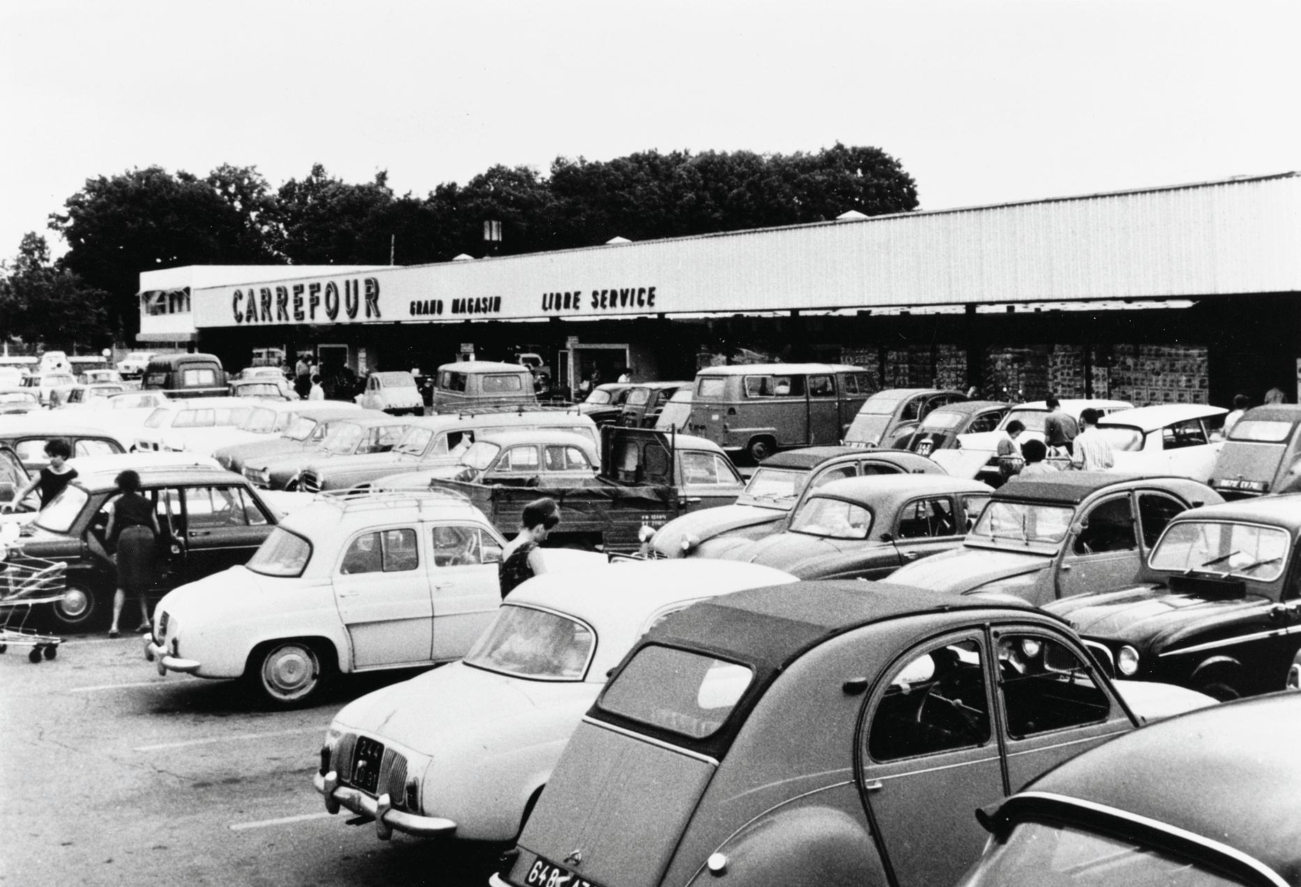 Pas d'hypermarché sans parking ! Grande Distribution et consommation # Carrefour Ste Geneviève Des Bois