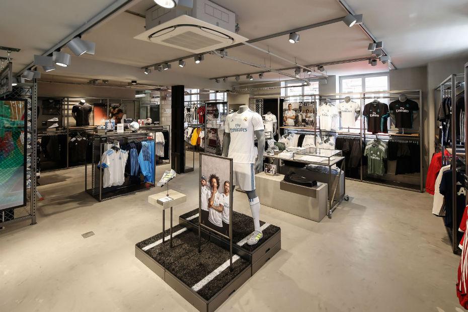 adidas ouvre un premier magasin tout foot paris. Black Bedroom Furniture Sets. Home Design Ideas