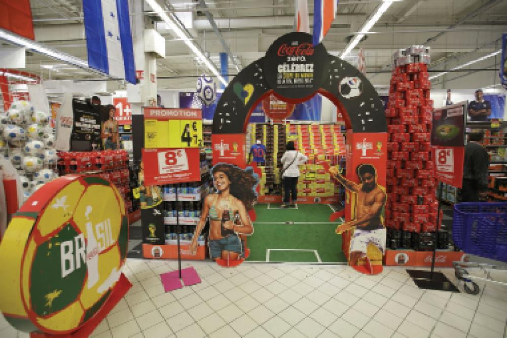 Coca cola fait son show pour la coupe du monde for Les magasins du monde