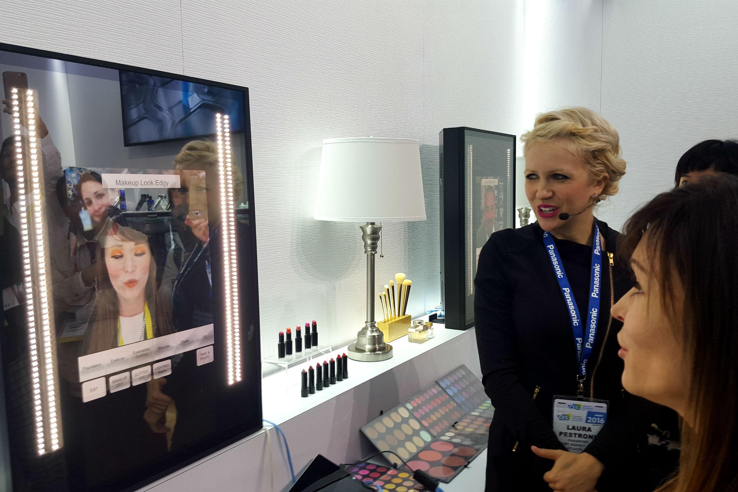 Le nouveau miroir intelligent panasonic for Miroir intelligent