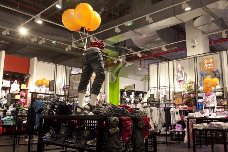 inditex dossier Swedish h&m is losing the fast fashion battle against spanish inditex it may still be the cheapest of the two, but inditex taps into new trends faster which in turns.