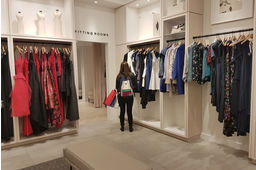 Essayer en magasin, louer en ligne, ou l'inverse, Rent the Runway vise à révolutionner la location d'articles de mode designers.