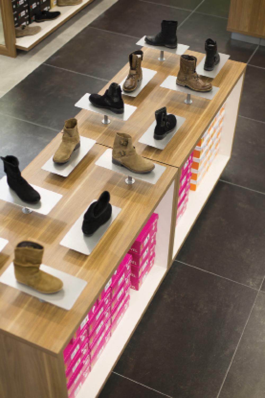 8119e29326425d Besson Chaussures fait peau neuve - Textile, habillement