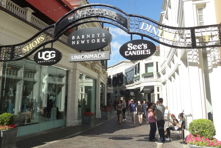 the grove mall los angeles with Los Angeles 5 Concepts De Distribution Immanquables Au Coeur De La Californie 210262 on Ira Keller Forecourt Fountain further Nike 2015 Doernbecher Collection further Shopping in addition Innovative Branding Grove Partners Uber Offers Free Holiday Rides further The Grove And Fashion Island Bring Free Events To Shoppers.