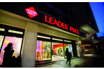Distribution, magasin hard discount Leader Price Entree magasin, enseigne lumineuse, logo
