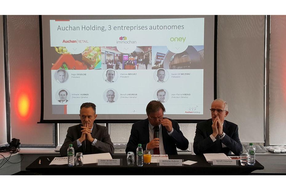 Xavier de Mézerac, Wilhelm Hubner et Benoît Lheureux lors de la présentation des résultats d'Auchan Holding le 10 mars, à Paris.