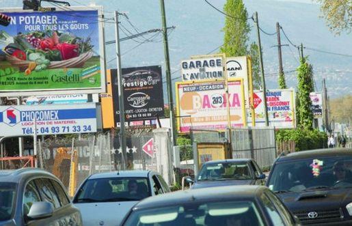 Adieu les panneaux publicitaires dans les for Pancarte exterieure publicitaire