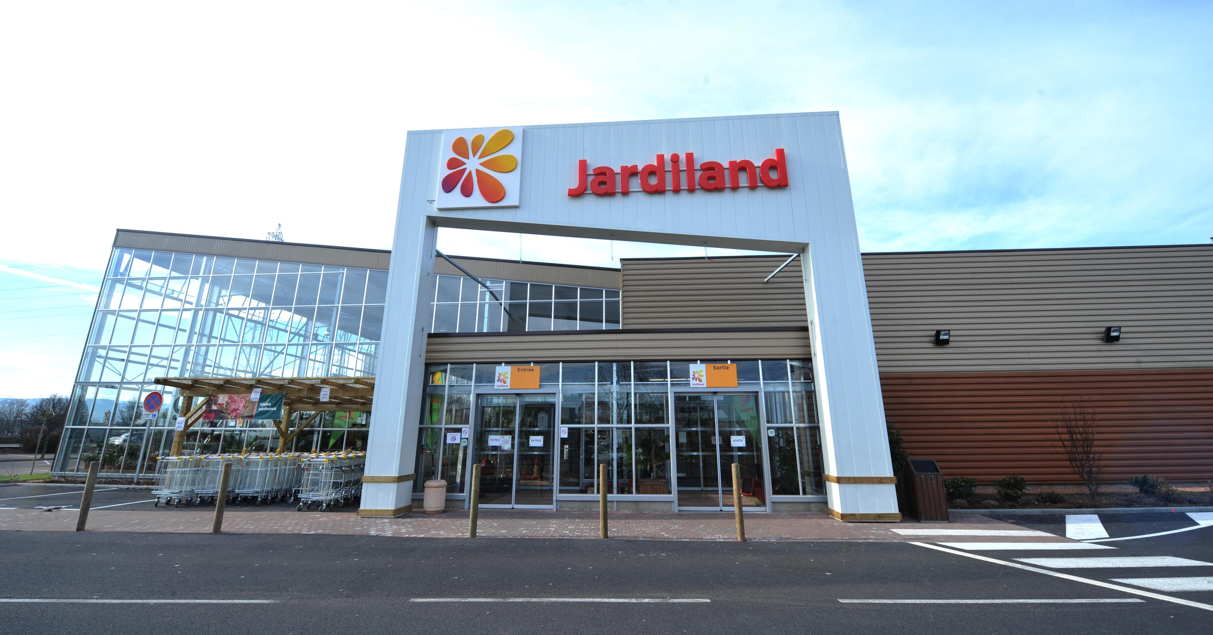 jardiland est repris 100 par le fonds l gam. Black Bedroom Furniture Sets. Home Design Ideas