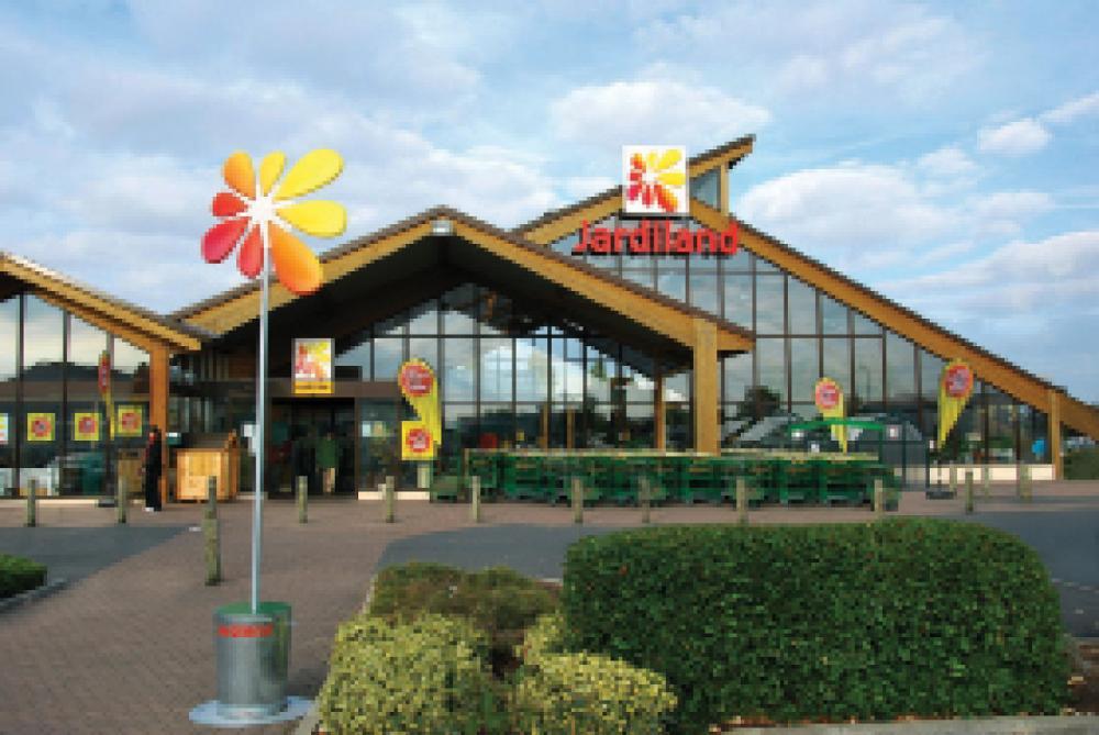 Jardiland ouvre son capital ses franchis s - Cabane jardin metallique clermont ferrand ...