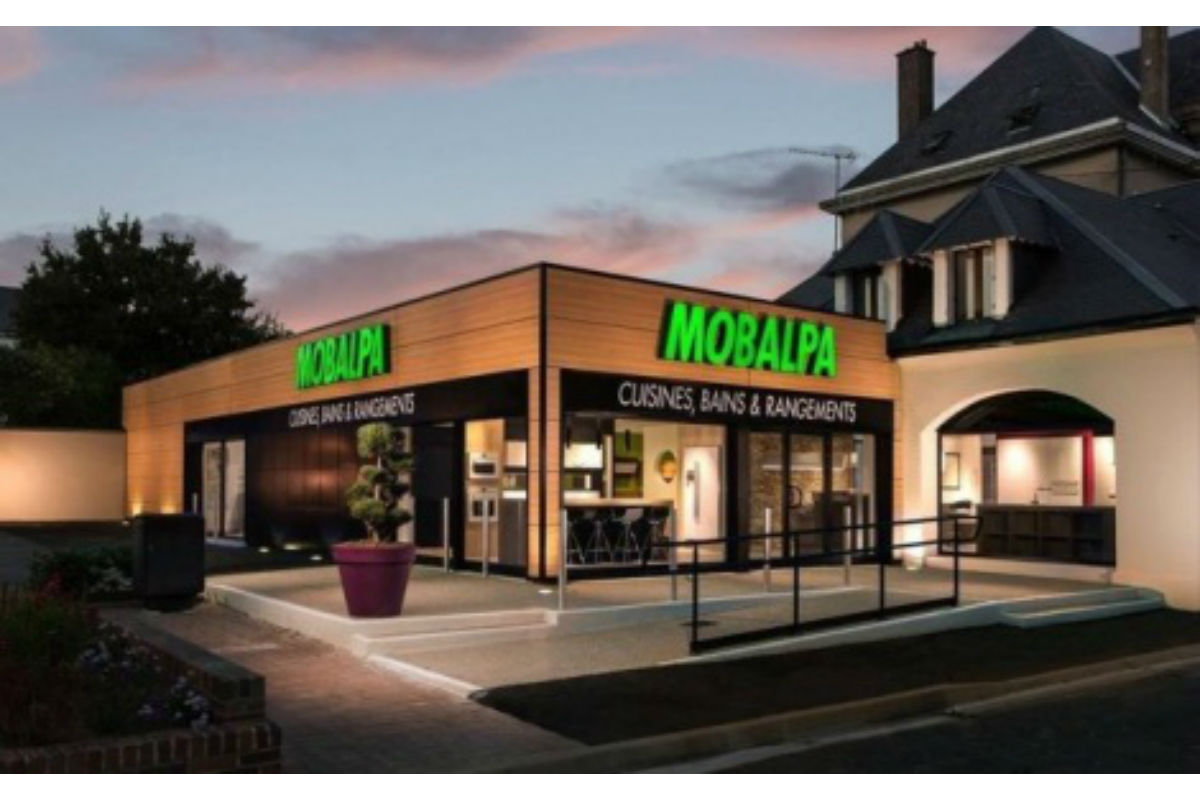 mobalpa vise 300 magasins en france en 2017. Black Bedroom Furniture Sets. Home Design Ideas