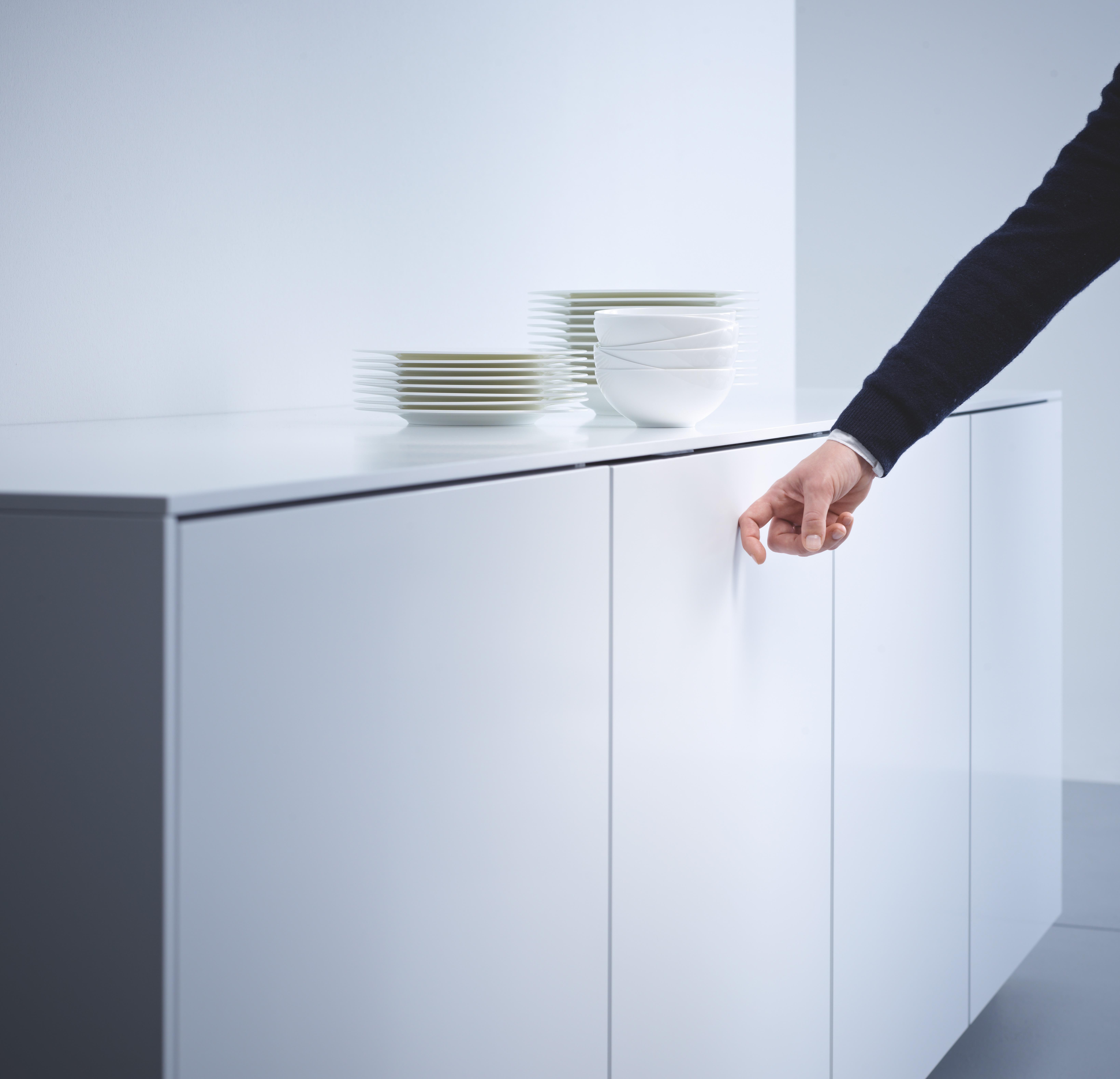 knock2open miele invente le lave vaisselle qui s 39 ouvre. Black Bedroom Furniture Sets. Home Design Ideas