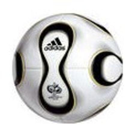 Ballon officiel de la coupe du monde 2006 en allemagne le teamgeist d 39 adidas - Coupe du monde de foot 2006 ...