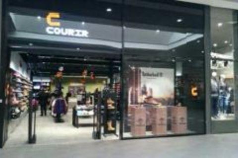 0269eaf91af L enseigne Courir (Groupe Go Sport) compte plus de 150 magasins. Son
