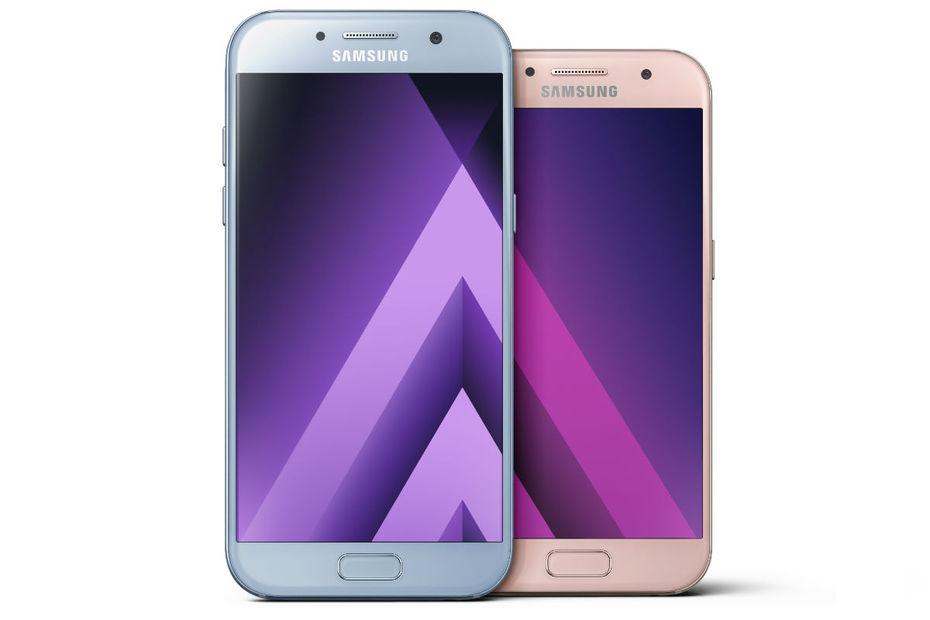 Le Galaxy A5 A Gauche Et A3 Droite