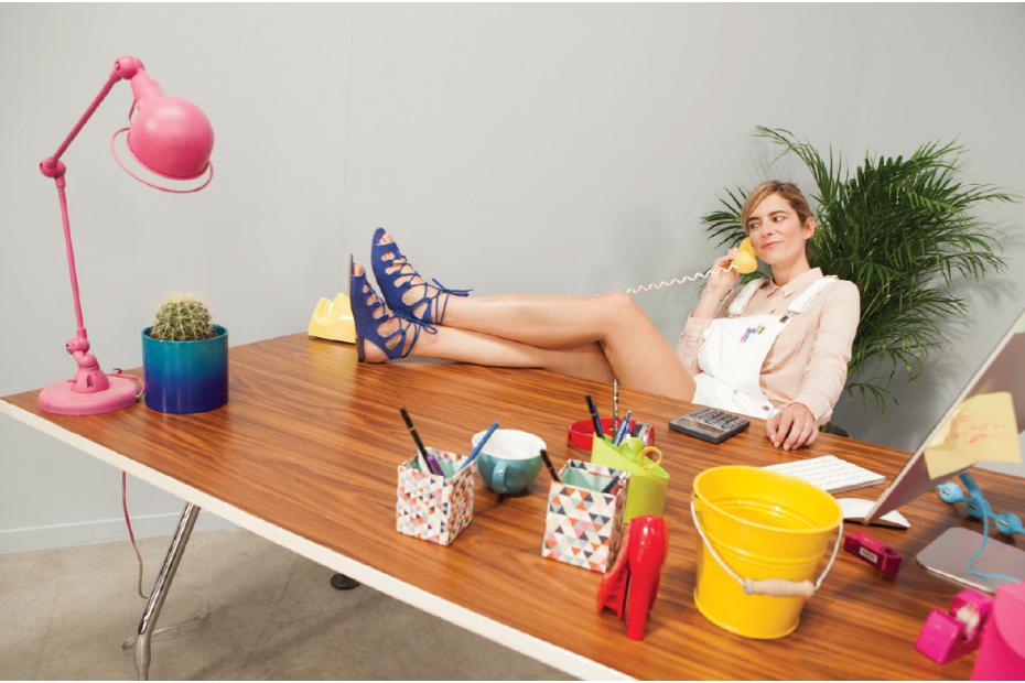 sarenza met en sc ne ses propres salari s. Black Bedroom Furniture Sets. Home Design Ideas