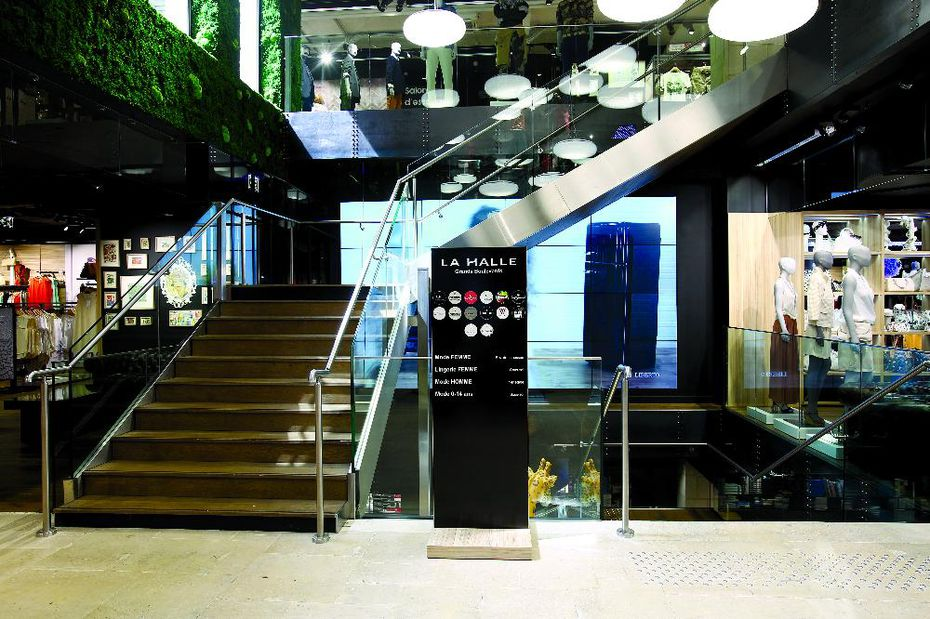 vivarte vers la fermeture de 220 magasins textile habillement. Black Bedroom Furniture Sets. Home Design Ideas