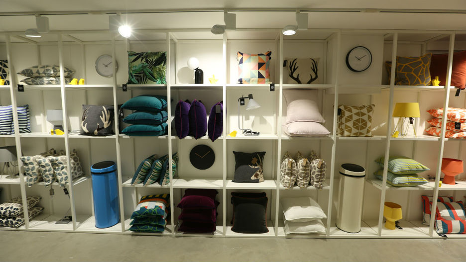 visite guid e du showroom paris. Black Bedroom Furniture Sets. Home Design Ideas