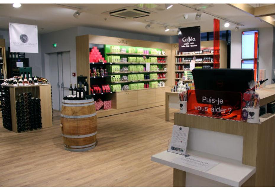Les 191 m² du Pickup Store de la gare Saint-Lazare associe un point de retrait de colis à partir de bornes (d'une capacité de 500 unités par jour). Et une zone de shopping accueillant notamment les crus du Repaire de Bacchus et les gammes de thés, chocolat et cafés Coffea.