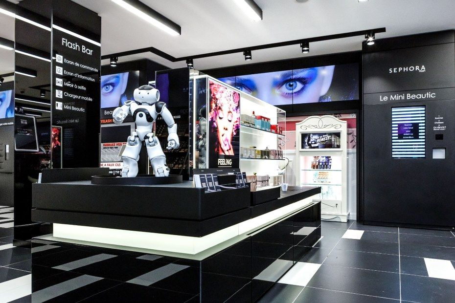 Sephora Flash, inuaguré à la rentrée à Paris, est un bon exemple de l'intégration du digital en point de vente.