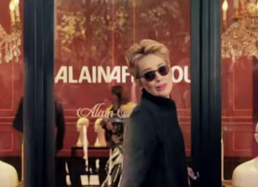 Sharon Stone devient l égérie des lunettes... 742606d2bec8