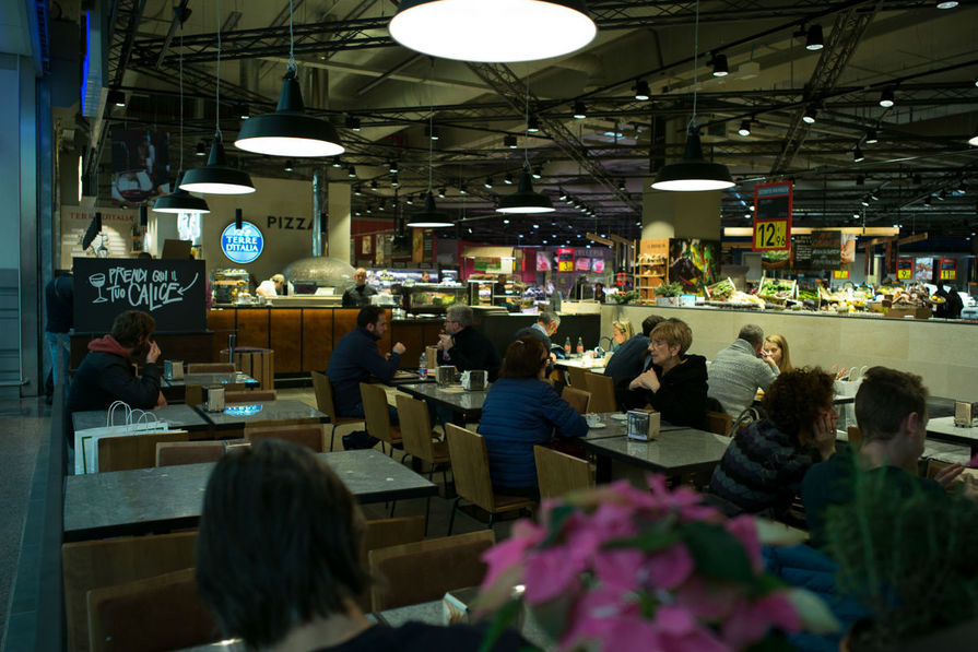 Carrefour carugate la salle de restaurant for Materiel salle restaurant